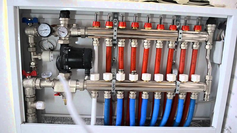 Коллектор можно назвать сердцем системы водяного теплого пола