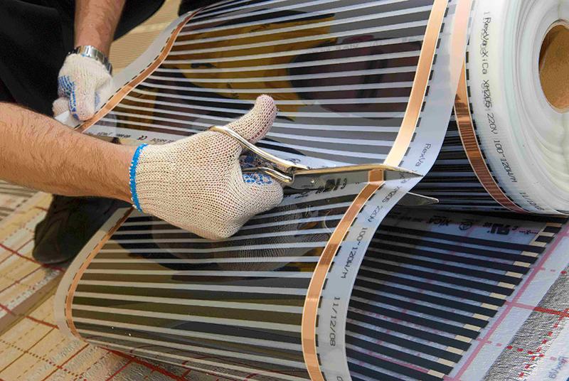 Резать пленку следует только в местах, намеченных производителем