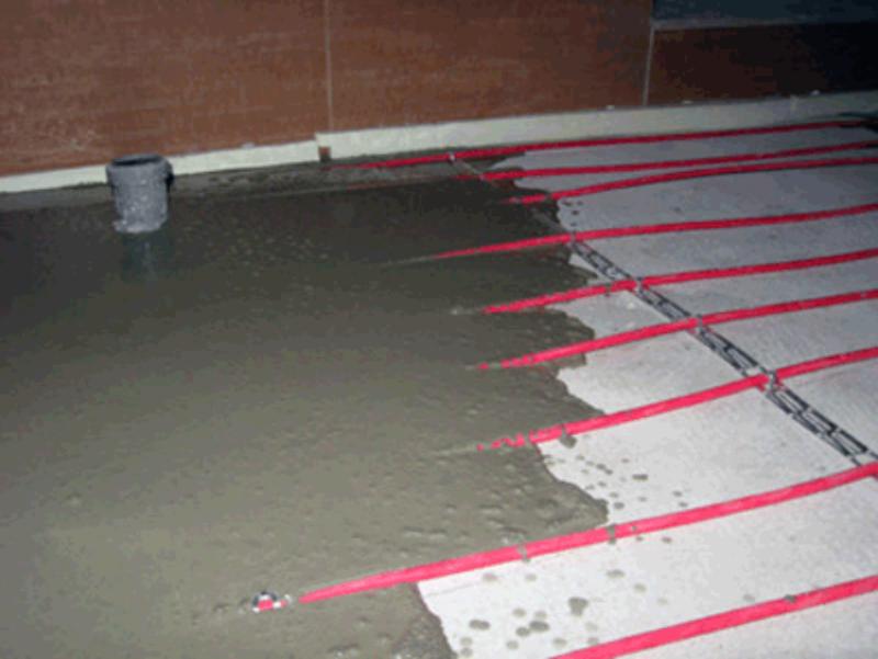 Кабельный пол традиционно заливают бетонной стяжкой