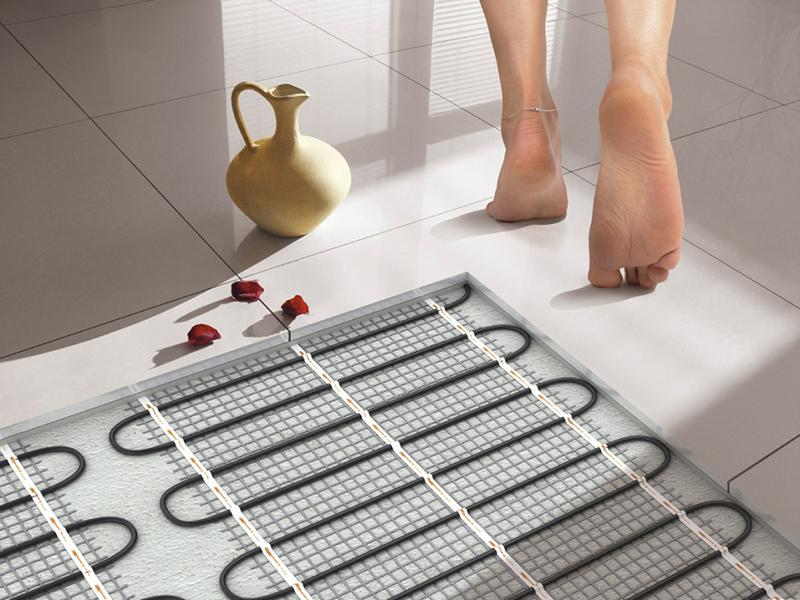 В квартирах устанавливают теплые полы, греющие от электросети