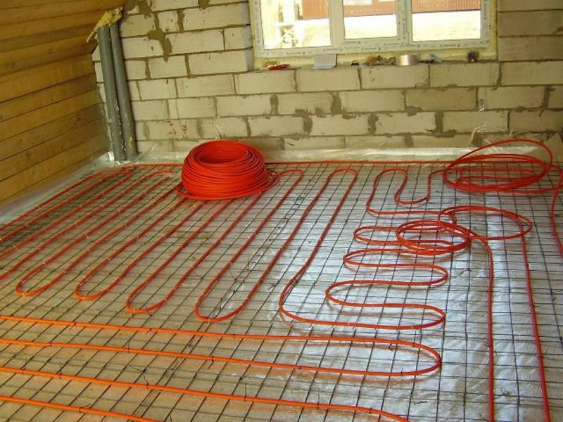 Меняя шаг укладки, можно установить оптимальный уровень обогрева для каждого конкретного участка