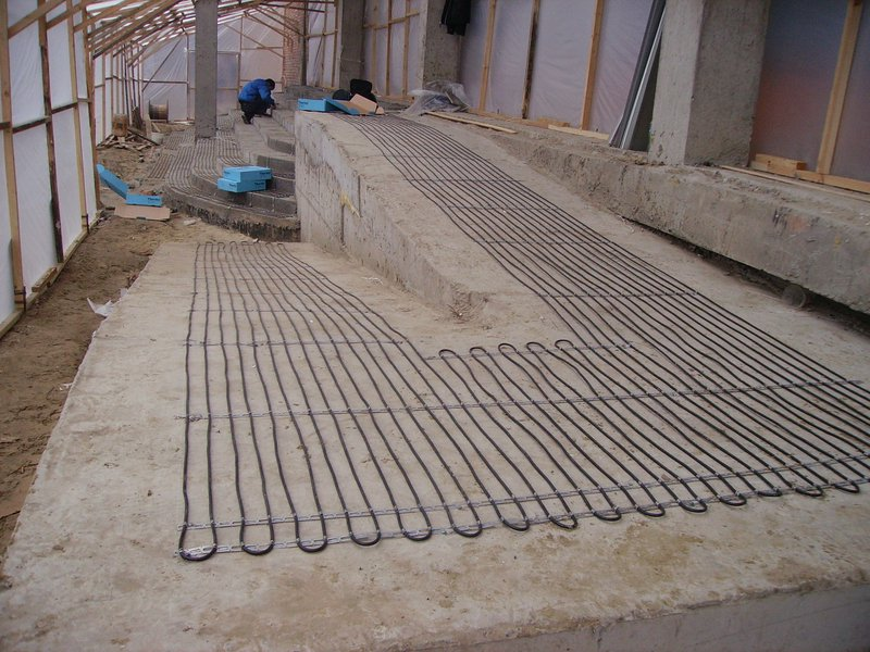 Монтаж нагревающего кабеля на ступенях и дорожке